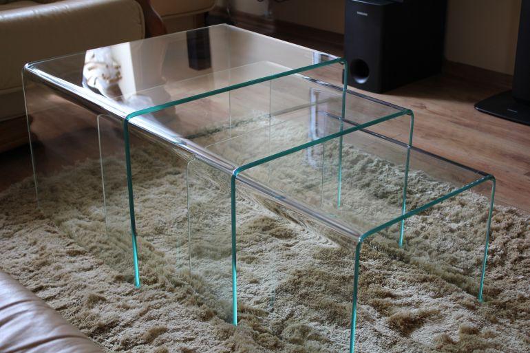 Szklane ławy
